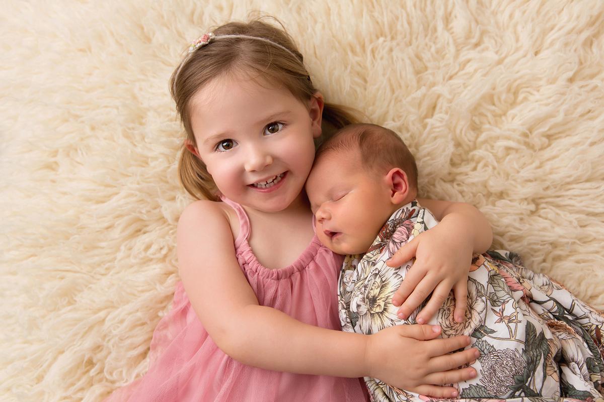 sweet sibling newborn photo queensland