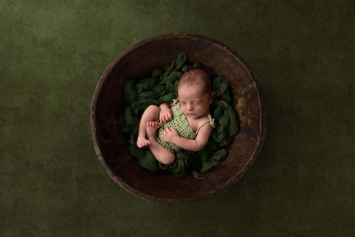 simple beautiful newborn photography