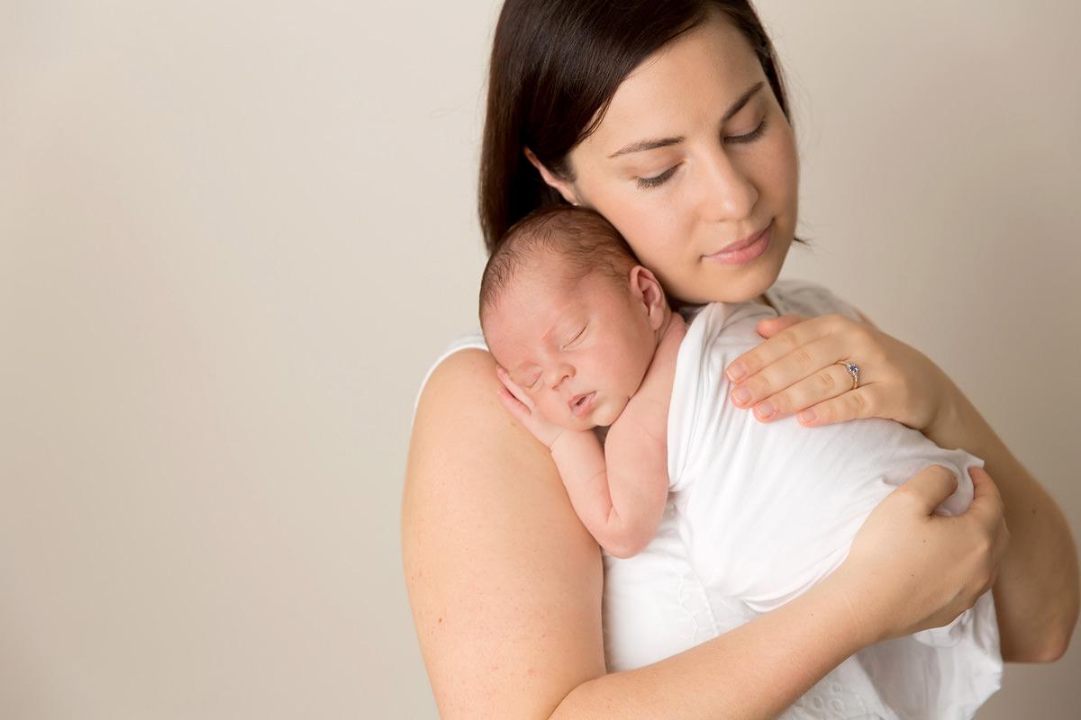 mum and newborn family photos brisbane