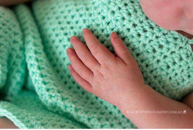 newborn details hand