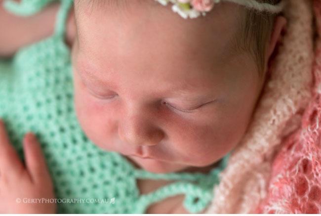 newborn baby eyelashes