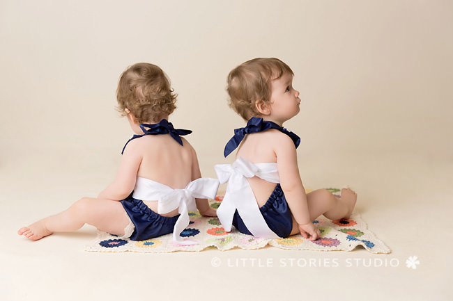 brisbane baby photographer twin matching outfits