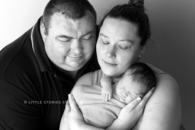 brisbane newborn photographer parent photos