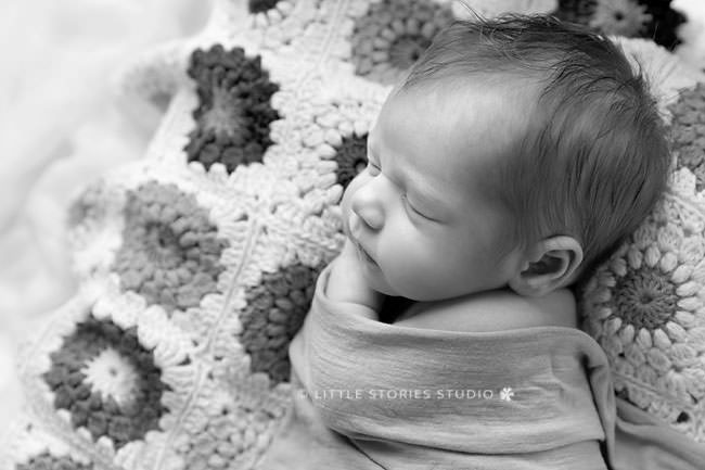 newborn photos sunburst blanket bwm cotton