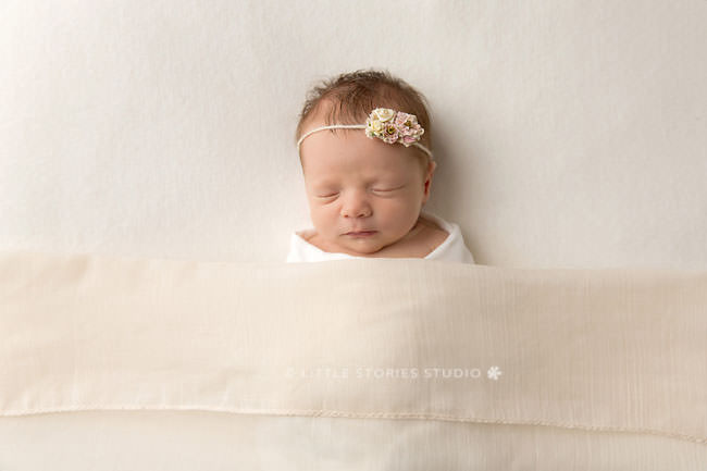 brisbane newborn photographer simple neutrals