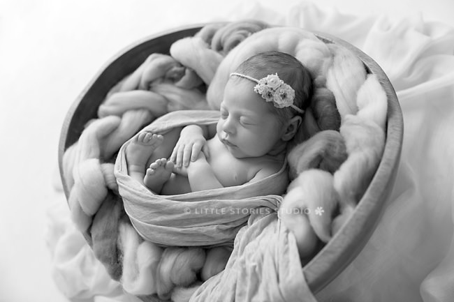 newborn photographer brisbane black and white