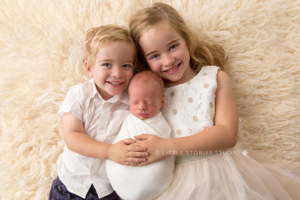 newborn and sibling photo three kids brisbane photographer