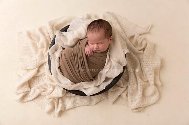 neutral newborn baby images