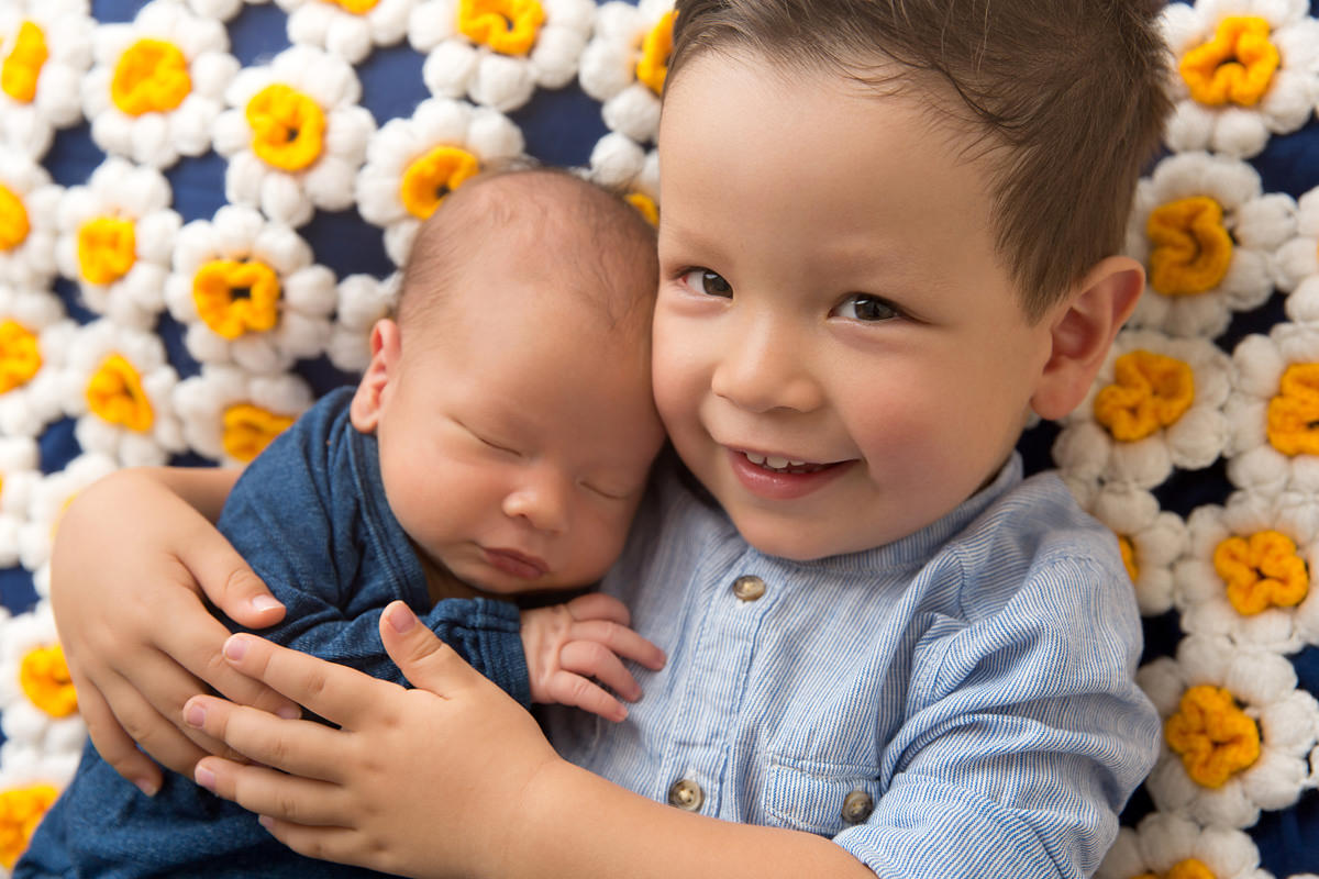newborn and sibling photos brisbane