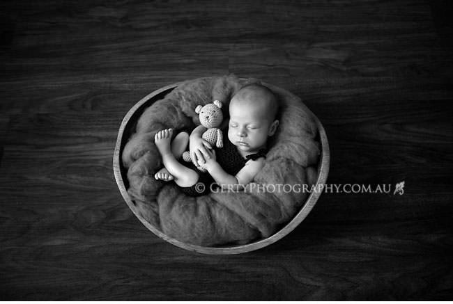 Newborn portraits brisbane black & white